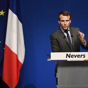 À Nevers, Macron cible Fillon sur le thème de la santé