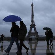 Tour Eiffel: direction et salariés s'opposent sur la vente de billets en ligne