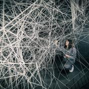 Chiharu Shiota tisse la toile des rêves