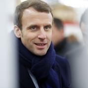 Un jour, un soutien : une stratégie à double tranchant pour Macron
