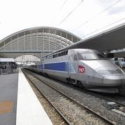 Une mère fume sur le quai, le TGV repart avec son bébé
