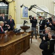 Comment Donald Trump met en scène ses prises de décision