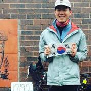 Un Sud-Coréen parcourt 17.000 km à vélo pour assister à un match de foot