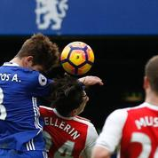 L'impressionnat K.O. d'Alonso sur Bellerin pendant Chelsea-Arsenal