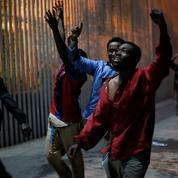 Des centaines de migrants forcent le mur de Ceuta