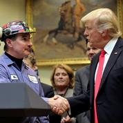 Donald Trump fait un premier geste en faveur de l'industrie du charbon