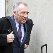 À droite comme à gauche, le ralliement de Bayrou vu comme un acte opportuniste