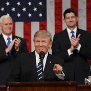 Quand Donald Trump revêt son costume de président