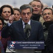 Malgré le renoncement de Juppé, Fillon reste contesté par les siens