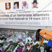 Hollande rend hommage aux victimes de Mohamed Merah
