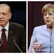 Merkel juge «aberrantes» les accusations d'Erdogan