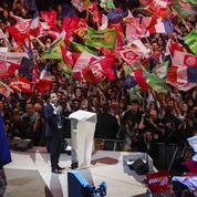 À Bercy, Hamon réveille sa campagne et vise Macron