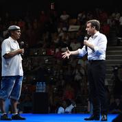 À La Réunion, Emmanuel Macron reçoit un accueil en demi-teinte