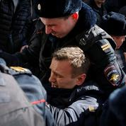 Russie: l'opposant Navalny et des centaines de manifestants arrêtés