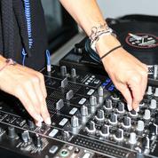 En Tunisie, le DJ mixe l'appel à la prière, la discothèque ferme pour sacrilège