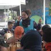Paris : un banquet solidaire pour redonner un peu d'espoir aux migrants