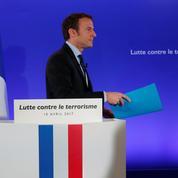 Macron sonne la charge contre Fillon, Le Pen et Mélenchon