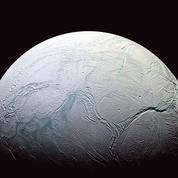 Des sources hydrothermales dans les océans d'Encelade