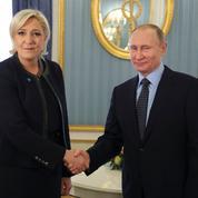 Vis-à-vis de la Russie, tout oppose Emmanuel Macron et Marine Le Pen