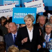 Brexit : Theresa May dénonce des «menaces» de Bruxelles