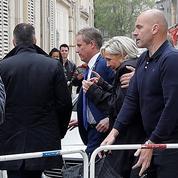 Marine Le Pen assiégée par des opposants dans la cathédrale de Reims