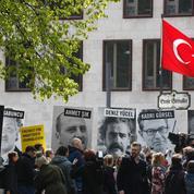 En grève de la faim, un journaliste français attend depuis 13 jours d'être expulsé de Turquie