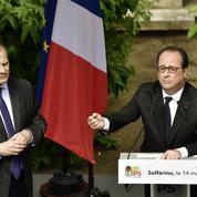 De retour au PS, François Hollande vante son bilan