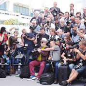 La photo du jour à Cannes: Pedro Almodovar joue à l'apprenti photographe