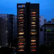 Un distributeur automatique de voitures de luxe à Singapour