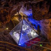 Une nuit de luxe dans une grotte à 60 mètres sous la terre