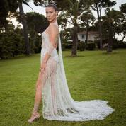 La photo du jour à Cannes: Bella Hadid, reine de l'amfAR