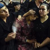 En Égypte, la colère des coptes ciblés par Daech prend le pas sur la douleur