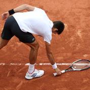 La chute de Novak Djokovic qui symbolise ses difficultés à Roland-Garros