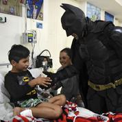 Argentine: Batman au secours des enfants malades