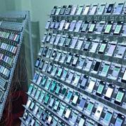 500 smartphones, 400.000 cartes SIM : voici à quoi ressemblent les «usines à clic» en Asie
