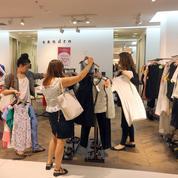 Canicule : avant les soldes, débardeurs et robes légères s'arrachent