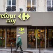 Un reporter fait un scandale dans un Carrefour City et le fait fermer