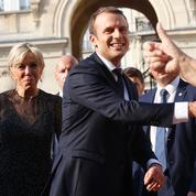Popularité : Emmanuel Macron fait mieux que François Hollande en début de mandat