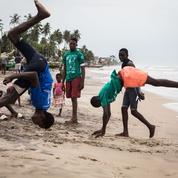 La pause photo du jour : l'aventure palpitante du surf au Ghana