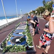 Encore sonnés, les Niçois rendent hommage aux 86 victimes de l'attentat