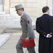 Regrets unanimes de la classe politique après le départ du général Pierre de Villiers