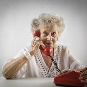 Les seniors plus accros au téléphone fixe pour dialoguer qu'à Facebook