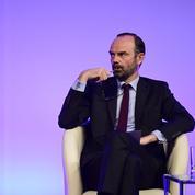 Tourisme : Édouard Philippe veut mieux accueillir les visiteurs étrangers