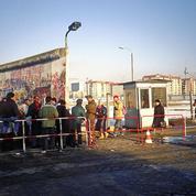 Le mur de Berlin, le monde libre et la prison