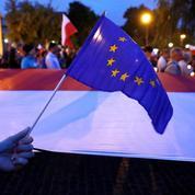 Bruxelles montre les muscles contre une réforme controversée en Pologne