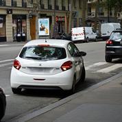 Il est interdit aux automobilistes de stationner devant leur garage