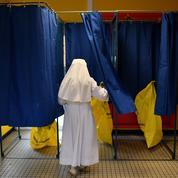 Fidèles à Fillon, ralliés à Macron: le dilemme des catholiques de droite