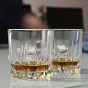 Une raison scientifique d'ajouter un peu d'eau dans son whisky