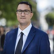 Le socialiste frappé à coups de casque par un député LREM en soins intensifs