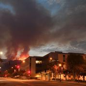 Un incendie «historique» fait rage autour de Los Angeles